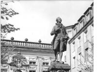 Bundesarchiv_Bild_183-72084-0001,_Leipzig,_Denkmal_Goethe