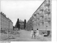 Bundesarchiv_Bild_183-74830-0007,_Potsdam,_Joliot-Curie-Straße,_französische_Kirche