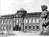 Bundesarchiv_Bild_183-74996-0002,_Dresden,_Zwinger,_Gemäldegalerie