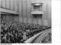 Bundesarchiv_Bild_183-76041-0005,_Leipzig,_Opernhaus,_Festakt_zur_Eröffnung