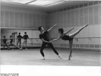 Bundesarchiv_Bild_183-76740-0001,_Leipzig,_Opernhaus,_Balettsaal