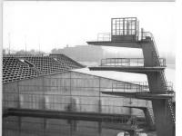 Bundesarchiv_Bild_183-80477-0001,_Leipzig,_Schwimmstadion