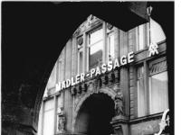 Bundesarchiv_Bild_183-81100-0013,_Leipzig,_Mädler-Passage,_Auerbachskeller,_Eingang