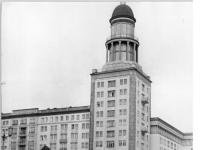 Berlin, Frankfurter Tor, Hochhaus