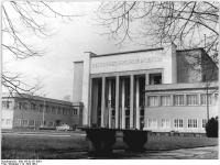 Bundesarchiv_Bild_183-82151-0001,_Dresden,_Deutsches_Hygienemuseum