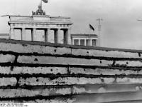 Berlin, Mauer am Brandenburger Tor (20.11.1961)