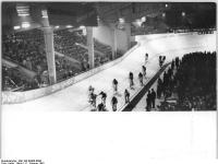 Bundesarchiv Bild 183-90469-0006, Berlin, Werner-Seelenbinder-Halle, Winterbahnrennen