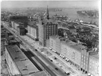 Bundesarchiv Bild 183-92773-0001, Rostock, Lange Straße, Haus der Schiffahrt im Bau, Hafen