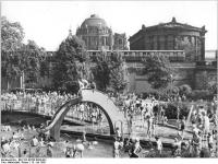 Bundesarchiv Bild 183-B0706-0004-001, Berlin, Monbijou-Bad