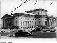 Bundesarchiv Bild 183-B1219-0004-003, Berlin, Unter den Linden, Staatsoper, Winter
