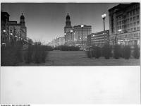 Bundesarchiv Bild 183-C0413-0012-006, Berlin, Karl-Marx-Allee, Abend