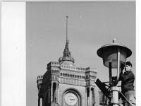 Bundesarchiv Bild 183-C0417-0008-002, Berlin, Rotes Rathaus, Straßenlaterne