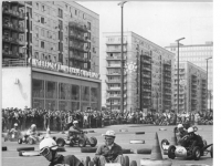 Bundesarchiv Bild 183-C0518-0010-026, Berlin, Karl-Marx-Allee, K-Wagen-Rennen