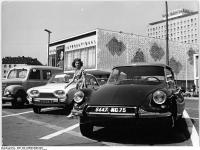 Bundesarchiv Bild 183-C0808-0006-002, Berlin, Karl-Marx-Allee, Autos vor Kino International