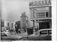 Bundesarchiv_Bild_183-C0821-0021-001,_Berlin,_Karl-Marx-Allee,_Restaurant_Moskau