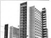 Bundesarchiv_Bild_183-F1018-0033-001,_Dresden,_Prager_Straße,_Hochhaus
