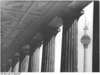 Bundesarchiv_Bild_183-G0828-0012-001,_Berlin,_Fernsehturm,_Bau