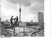 Bundesarchiv_Bild_183-H0813-0026-001,_Berlin,_Fernsehturm,_Bau