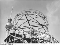 Bundesarchiv_Bild_183-H0915-0022-001,_Berlin,_Fernsehturm,_Weltzeituhr,_Bau