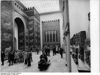 Bundesarchiv_Bild_183-K0317-0024-001,_Berlin,_Pergamonmuseum,_Ischtar-Tor