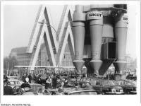 Bundesarchiv_Bild_183-K0321-0001-004,_Leipzig,_Frühjahrsmesse,_Freigelände,_Umluftsichter