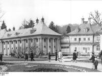 Bundesarchiv_Bild_183-K0406-0025-001,_Dresden,_Schloss_Pillnitz