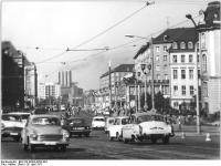 Bundesarchiv_Bild_183-K0423-0202-004,_Dresden,_Ernst-Thälmann-Straße