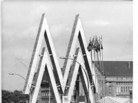 Bundesarchiv_Bild_183-K0905-0101-003,_Leipzig,_Herbstmesse,_Eingang