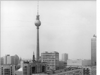 Bundesarchiv Bild 183-K1122-0311, Berlin, Karl-Marx-Allee, Wohnblocks, Plattenbauten