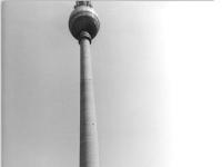 Bundesarchiv_Bild_183-L0501-306,_Berlin,_Fernsehturm,_Wasserspiele