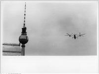 Bundesarchiv_Bild_183-L0617-0001-158,_Berlin,_Fernsehturm,_Hubschrauber_Mil_Mi-12