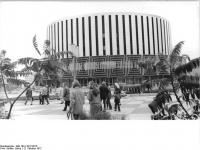 Bundesarchiv_Bild_183-L1012-0015,_Dresden,_Prager_Straße,_Kino