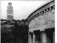 Bundesarchiv Bild 183-L1114-0304, Gedenkstätte Buchenwald, Glockenturm