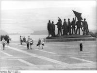 Bundesarchiv Bild 183-L1114-0305, Gedenkstätte Buchenwald, Mahnmal