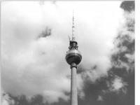 Bundesarchiv_Bild_183-L1124-0304,_Berlin,_Neptunbrunnen,_Fernsehturm
