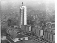 Bundesarchiv_Bild_183-L1201-0334,_Leipzig,_Opernhaus,_Wohnhochhaus
