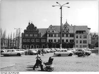 Bundesarchiv_Bild_183-M0719-0309,_Weimar,_Marktplatz,_Cranach-Haus