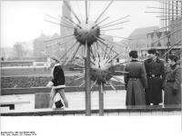Bundesarchiv_Bild_183-N0228-0002,_Dresden,_Prager_Straße,_Passanten
