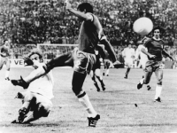 Bundesarchiv_Bild_183-N0703-0039,_Fußball-WM,_Niederlande_-_Brasilien_2-0
