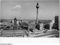Bundesarchiv_Bild_183-N0904-0012,_Berlin,_Stadtzentrum,_Fernsehturm,_Rotes_Rathaus