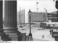 Bundesarchiv_Bild_183-N1116-0002,_Berlin,_Palast_der_Republik,_Bau