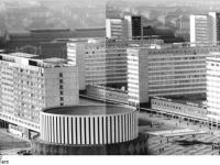 Bundesarchiv_Bild_183-P0211-0302,_Dresden,_Prager_Straße,_Neubauten,_Hotels
