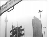 Bundesarchiv Bild 183-P0429-0017, Berlin, Alexanderplatz, Passanten