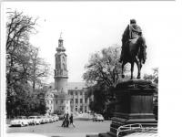 Bundesarchiv_Bild_183-P0708-0022,_Weimar,_Schloss,_Reiterstandbild