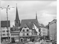 Bundesarchiv_Bild_183-P0806-0317,_Weimar,_Marktplatz,_Dimitroffstraße,_Weimar