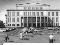 Bundesarchiv_Bild_183-P0923-0302,_Leipzig,_Karl-Marx-Platz,_Opernhaus