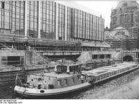 Bundesarchiv_Bild_183-P0923-0307,_Berlin,_Palast_der_Republik,_Bau