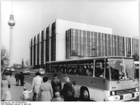 Bundesarchiv_Bild_183-R0404-0015,_Berlin,_Palast_der_Republik