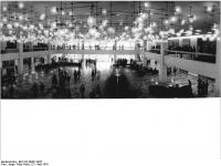 Bundesarchiv_Bild_183-R0421-0027,_Berlin,_Palast_der_Republik,_Foyer