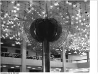 Bundesarchiv_Bild_183-R0421-0028,_Berlin,_Palast_der_Republik,_Foyer